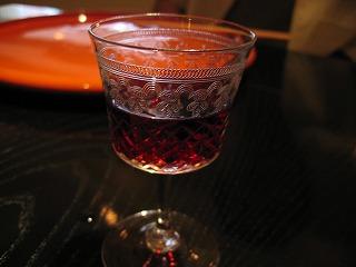 お変わりを繰りかえしたい赤ワインに、美しさ絶頂のグラス