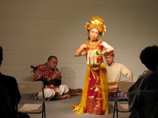 ガムランと舞踊1