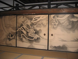 美しい龍が描かれた襖絵(通常は非公開)