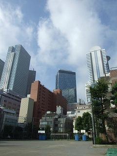 ラジオ体操 西新宿中学校 校庭から見える新宿副都心