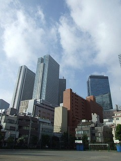 校庭から見える新宿副都心(ちょっと左の方向)