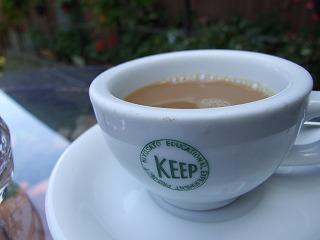 資料館で無料でいただけるコーヒー。「KEEP」はラッシュさんの団体名