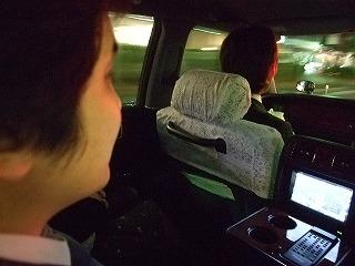 日本の名車 センチュリー トヨタ 後部座席にカーナビ