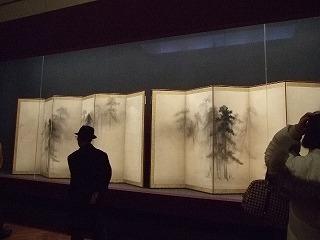 国宝室に鎮座する「松林図屏風」