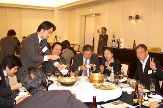 ブックオフ創業者、坂本さんも同じテーブルに(一番右)