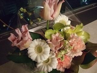 夫婦ともどもお世話になっている、あるご夫婦からいただいたお祝いの花