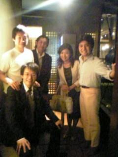 当時、パネラーをつとめた社長さんたちとの集合写真(右から二人目が大鳥居さん)