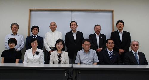 区長と共に、懇談会の委員の皆様(私は後列左から2番目)