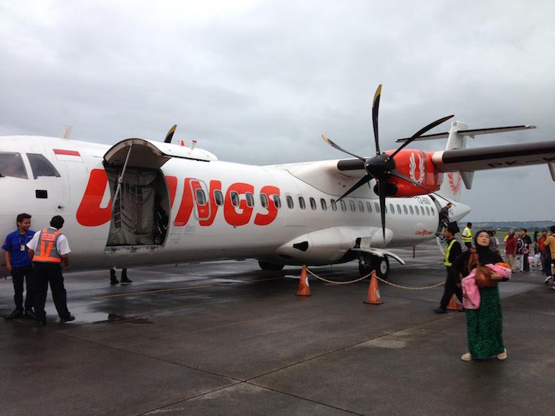 プロペラ機(ATR 72-600)バリ島から東ジャワのマランまで約1時間の旅