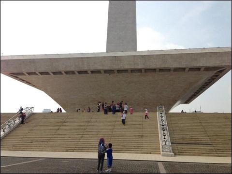 独立記念塔の土台部分