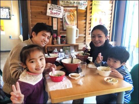 先日バリで知り合った、日本のラーメン店オーナーのお店へ
