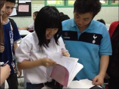 インドネシアの日本語教育 ノートに書いたマンガみせて!