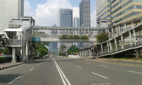 この歩道橋の中央が、スリにあって追い返したという現場