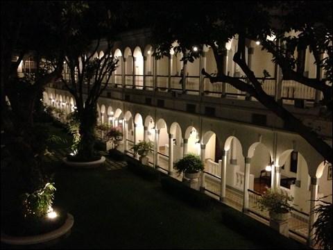 今から2年前の10月1日に連れていってくださったホテルの庭園