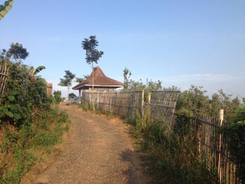 東ジャワでトレイルラン:地元の農民の休憩小屋
