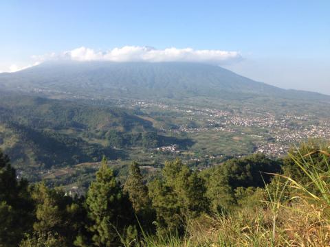 東ジャワでトレイルラン:この見晴らしには、ただただ感動。足が止まります・・・