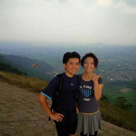 東ジャワのバニャック山にて妻と