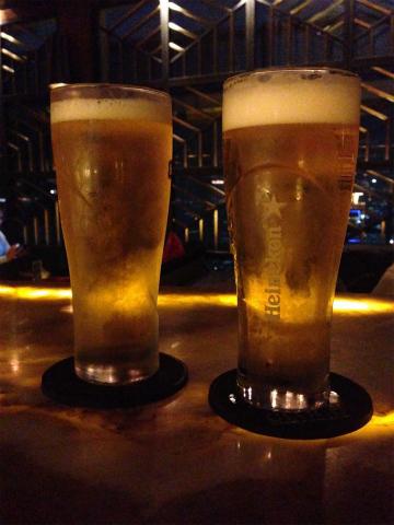 ジャカルタ 高層ビルのバー CLOUD Lounge ビール