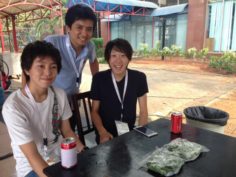 バンドゥン留学中の日本人学生 ジャカルタ国際展示場にて