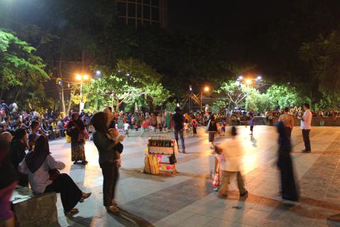 スラバヤ「ブンクル公園」(Taman Bungkul)