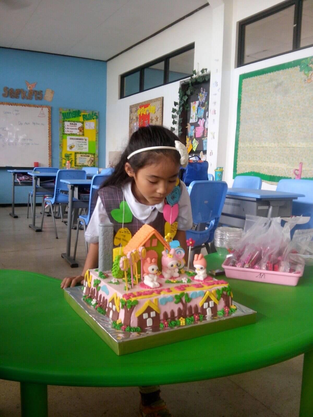 インドネシア滞在1年半の娘が8歳の誕生日を迎えて