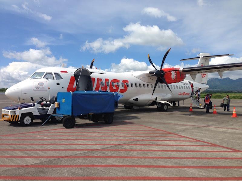 プロペラ機 ATR72-600 バリ島から東ジャワのマランまで