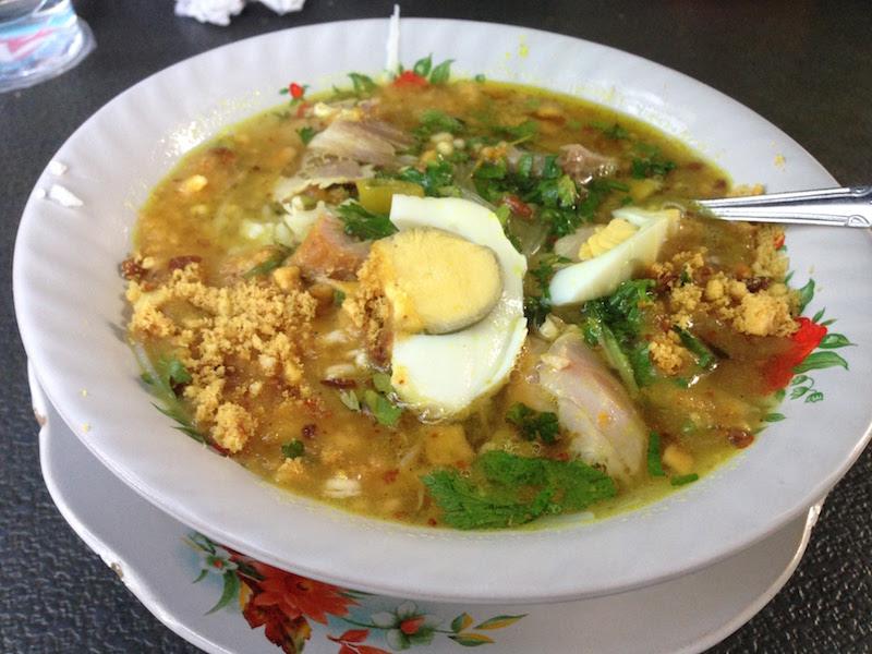 ジャカルタ・ブロックMの朝市でいただく屋台料理「ソト・アヤム」の絶品!