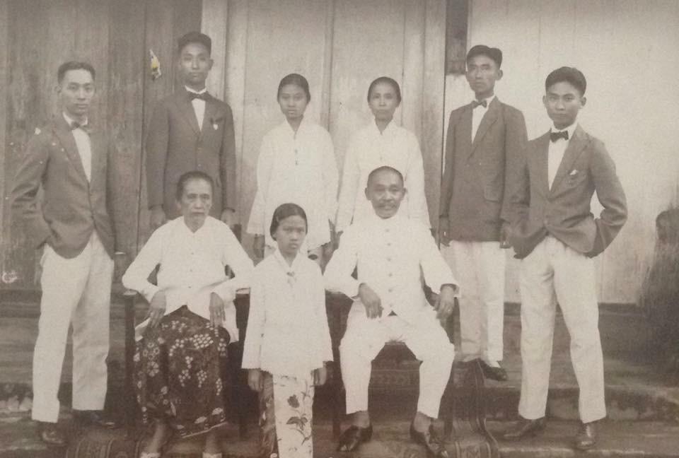 私の曽祖父7兄弟の集合写真@インドネシア(1923年、大正12年)
