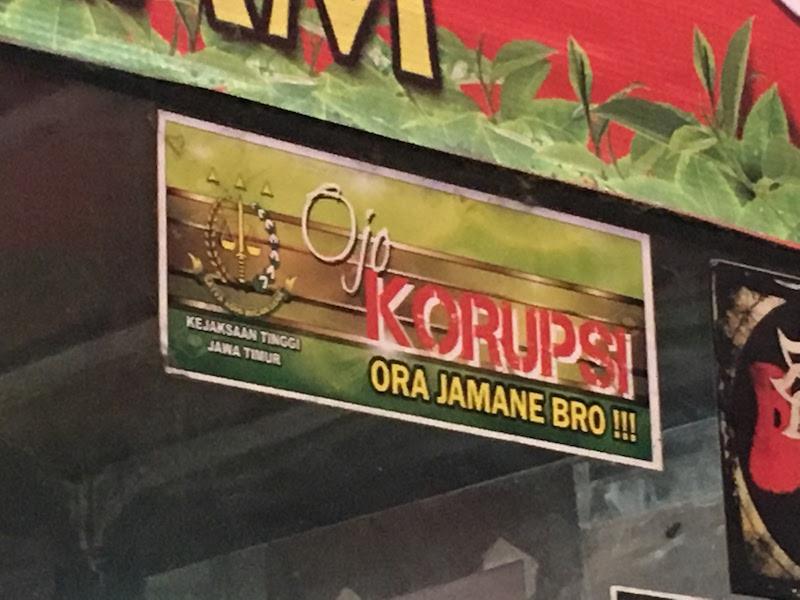 ジャワ語で書かれたインドネシアの「汚職撲滅・啓発シール」