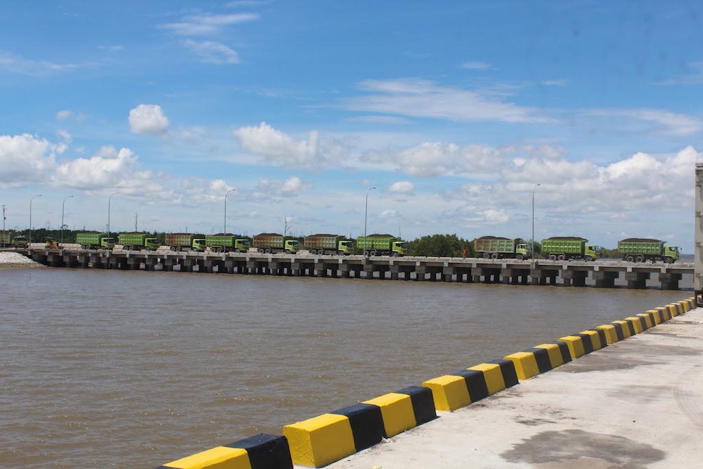 スマトラ・ブトン岬港(Tanjung Buton)