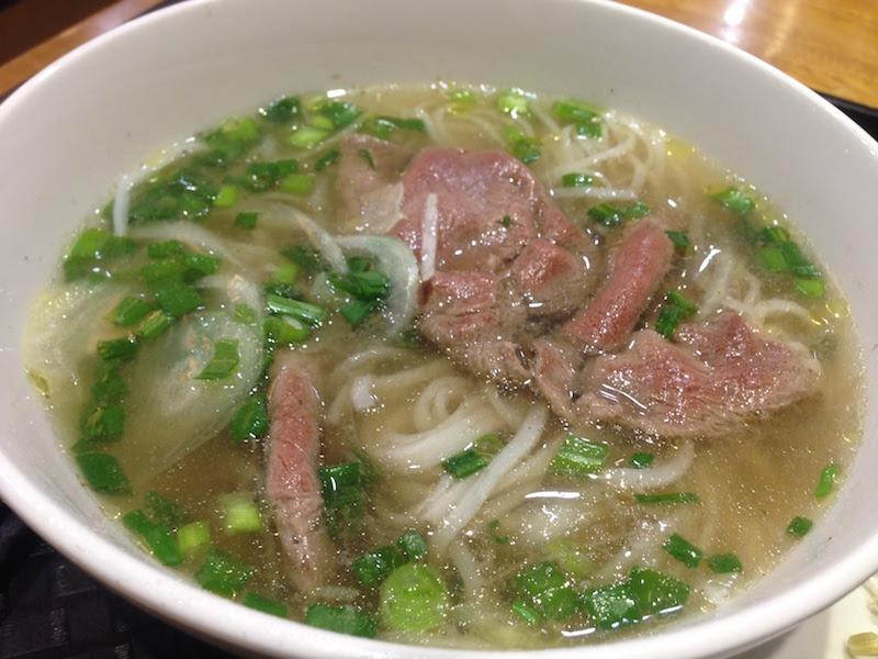 ベトナム名物「フォー」をホーチミンの空港レストランで味わう!