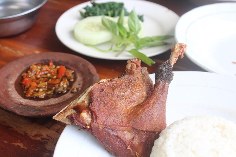 「べベッ・ゴレン」インドネシア定番のアヒル料理!