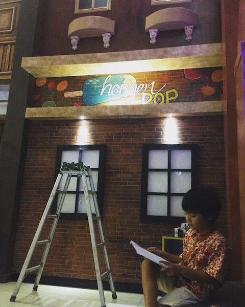 地域で支える子育て。インドネシアで「工事中」のカフェに入った息子がデザインの楽しさを覚えて帰ってきた理由