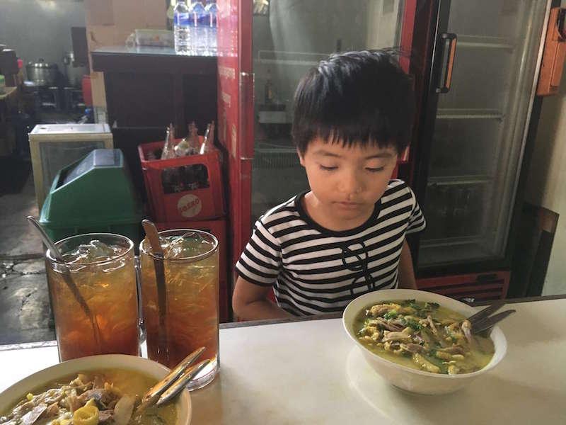 スラバヤの「ソト・アヤム」専門店「Soto Ayam Lamongan Cak Har」