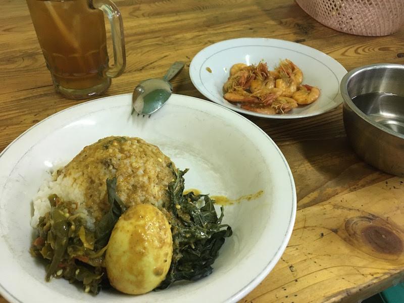 ジャカルタ空港近くのローカル食堂「Putra Jaya」でパダン料理を堪能!