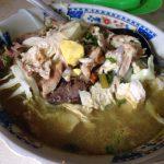 インドネシアのイスラム断食1日目に大衆食堂でいただいた「ソト・アヤム」