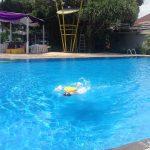 インドネシア生活の楽しみの一つは、いつでも子供たちとプールで泳げること