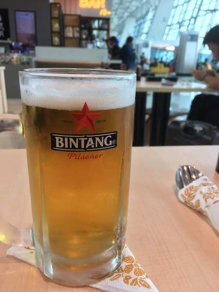 ジャカルタ スカルノハッタ空港 Two Tigers 和食 ビール