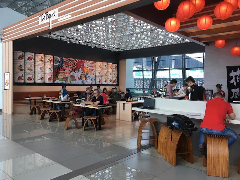 ジャカルタ スカルノハッタ空港 Two Tigers 和食