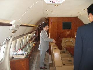 ビジネスジェット プライベートジェット 機内のリビングルーム
