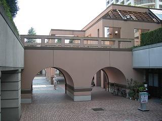 マンション下の広場