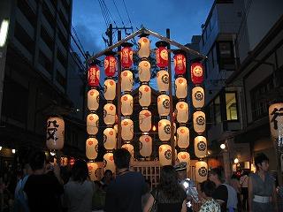 祇園祭 たくさんの駒形提灯