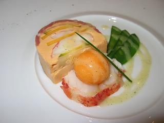 ジャルダンデサンスのスペシャリティー オマール海老と鴨の燻製 マンゴーとの出会いのハーモニー ヴァニラ風味のビネグレットソース