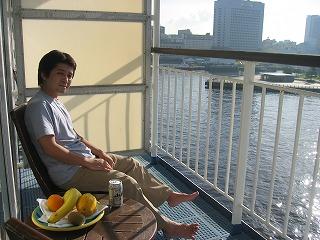 豪華客船ぱしふぃっくびいなす 部屋のベランダ 横浜赤レンガ倉庫