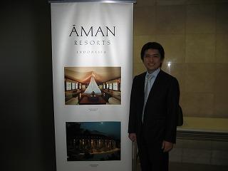 パーティー会場の入口にて:写真はインドネシアのアマンワナとアマンジヲ