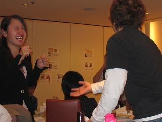 懇親会で、お笑い芸人に遊ばれるサムスル稲葉さん