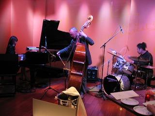 春日Christie宏美さんによるジャズライブの光景