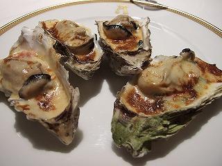 水山産 牡蠣のグラタン フィレンツェ風。牡蠣の取れない時期は植林をして水をきれいにするという、こだわりの生産者による牡蠣