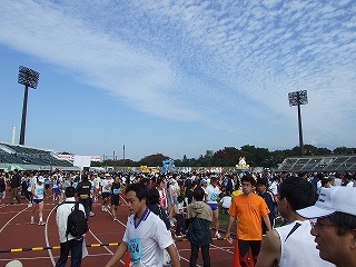 ぐんま県民マラソン 続々と集まる完走者たちには、達成感の笑顔が・・・