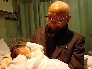 0歳の娘と99歳の曽祖父の初対面